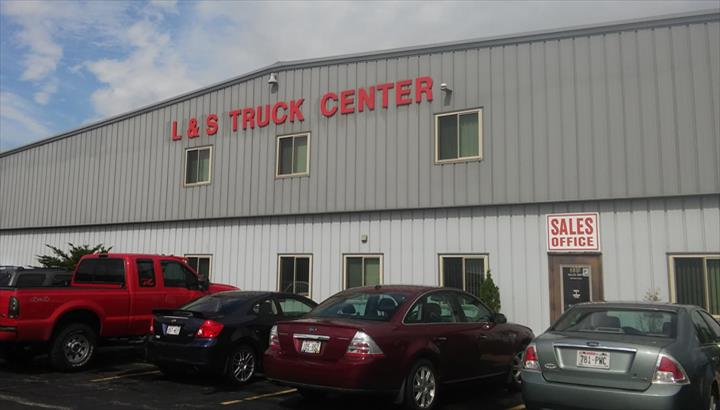 L & S Truck Center Of Appleton, Inc. - Truck Repair & Service - Appleton, WI - Slider 6