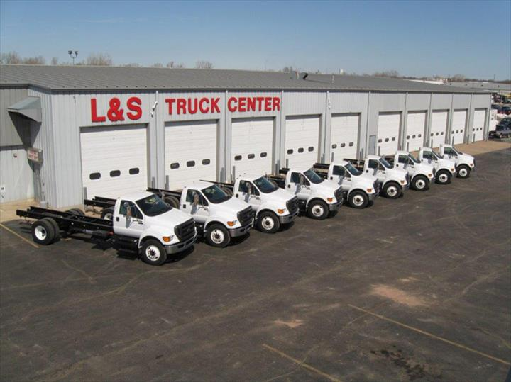 L & S Truck Center Of Appleton, Inc. - Truck Repair & Service - Appleton, WI - Slider 7