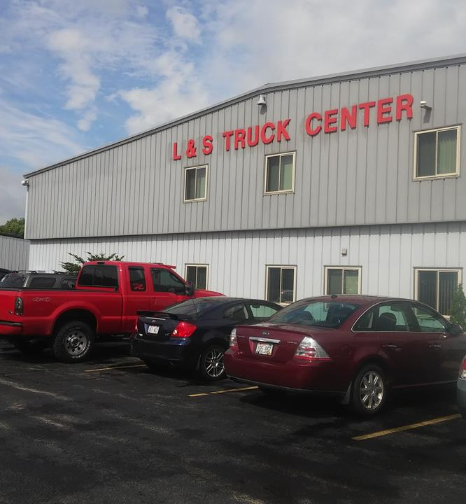 L & S Truck Center Of Appleton, Inc. - Truck Repair & Service - Appleton, WI - Slider 3