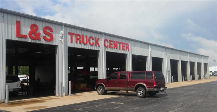 L & S Truck Center Of Appleton, Inc. - Truck Repair & Service - Appleton, WI - Slider 1