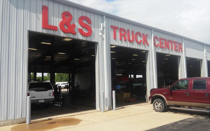 L & S Truck Center Of Appleton, Inc. - Truck Repair & Service - Appleton, WI - Slider 0